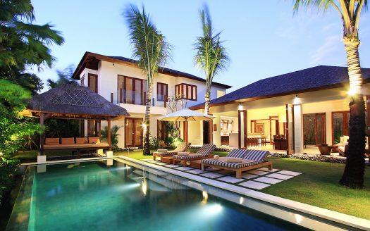 Modern Balinese Architecture, Central Seminyak (Oberoi)
